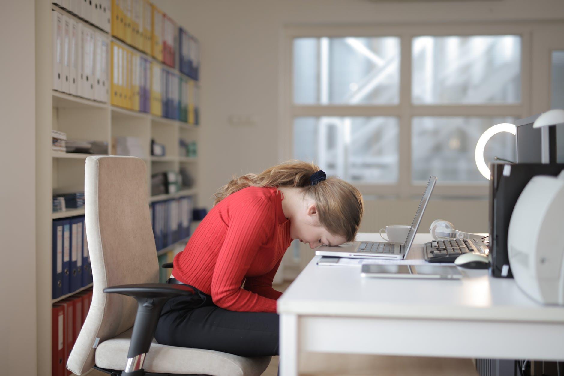 Çka duhet të bëjnë punëdhënësit kur punonjësit kanë probleme emocionale?