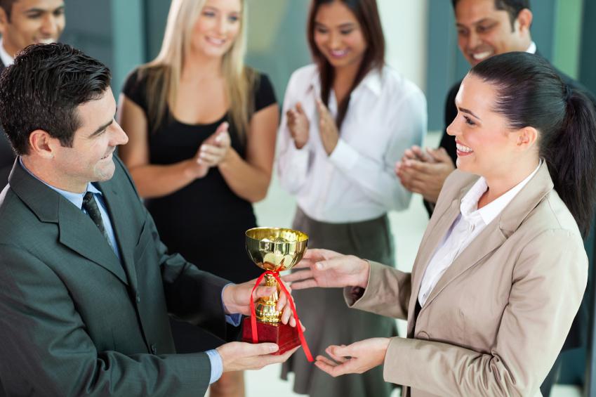 Cilat janë shprehitë e një punëtori të përkushtuar?