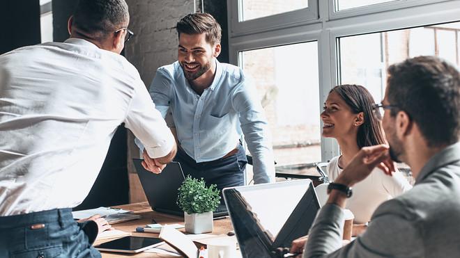 5 aftësi sociale që ju bëjnë të suksesshëm në punë