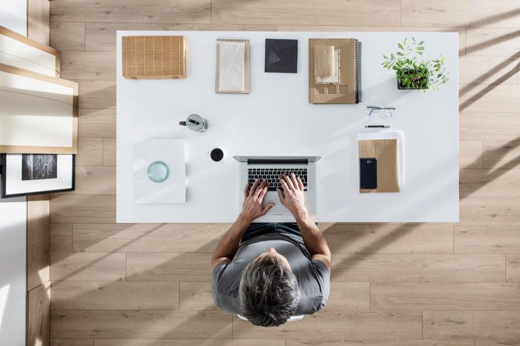 Si ta organizoni më mirë tavolinën tuaj në punë?