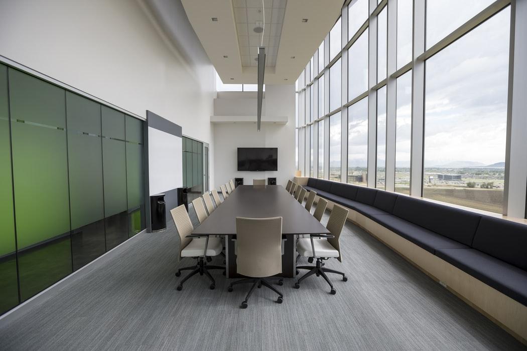 Si t'i udhëheqni mbledhjet në punë?