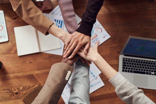 Përfitimet që sjell puna në grup në vend pune