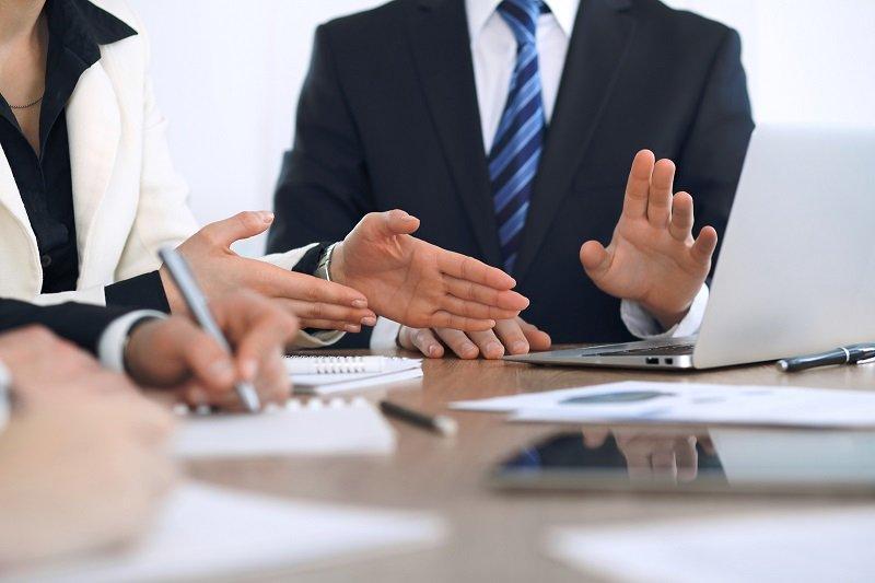 Çfarë të bëni përpara se të kërkoni ngritje të pagës nga punëdhënësi?