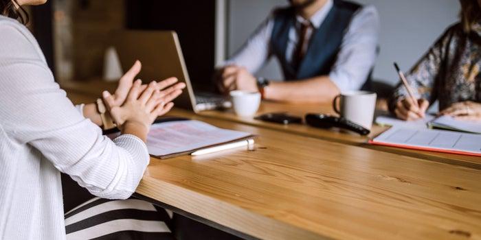 Si të përgjigjeni në pyetjen: Çfarë do të bëje ndryshe në punë?