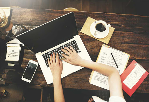 Si të shkruani letër për të kërkuar punë dhe çfarë të përfshini në të?